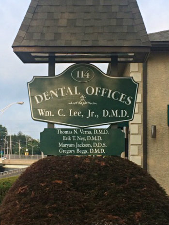 lee-dental-sign